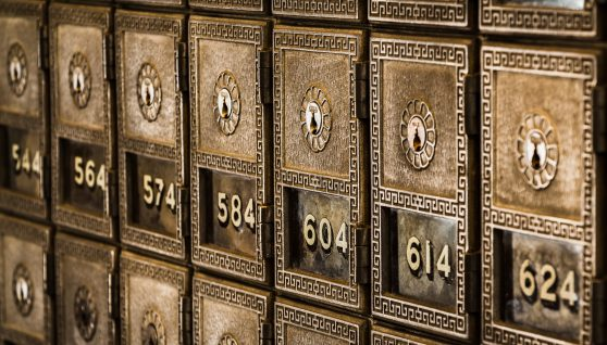 Czy warto założyć skrytkę bankową?